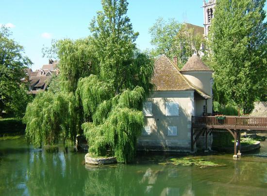 Visite de Moret-sur-Loing et balade sur la Seine et le Loing